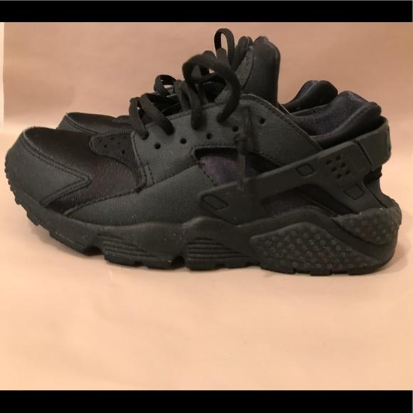Nike Huarache (Women's) Size 7
